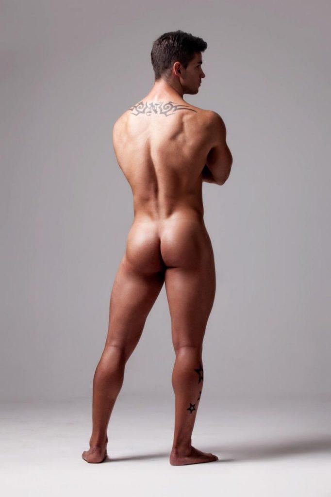 Modèle masculin dénudé : Alex Bueno par Joan Crisol